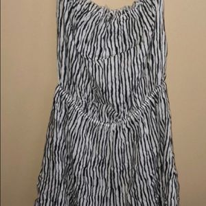 H&M Other - H & M STRAPLESS ROMPER ⭐️EUC Size 12